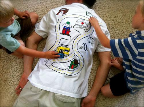 Játszó póló fáradt Apukáknak